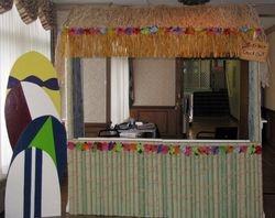 Tiki Hut w/Flowers & Grass