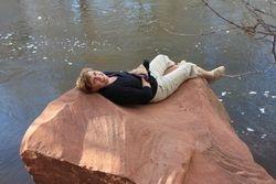 Sourire au bord de la rivière