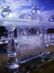 ICE BAR WITH TOP SHELVING AND ICE SOCLES
