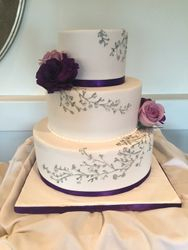Simple wedding cake with silver piping ad fresh flowers
