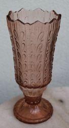 Rausvo stiklo vaza. Kaina 23