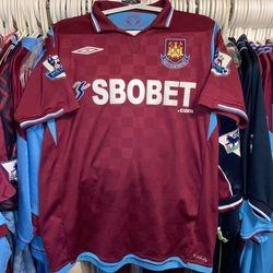 Julien Faubert worn 2009/10 home shirt.