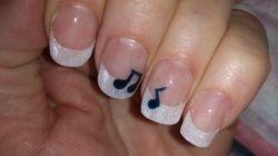 Witte glitter french en muzieknootjes...