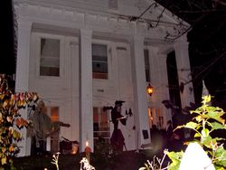 The final (haunted) destination, the party!