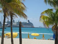Cruise ship in Philipsburg