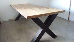 Boomstamtafel met een Iepen blad en houten (kruispoot) onderstel..