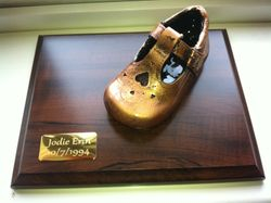 Single shoe mounted with nameplate