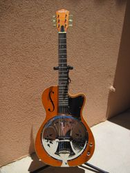 2013 Washburn R60RCE Richie Owens Signature Acoustic-electric Roundneck Resonator.