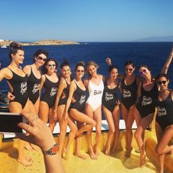 What a super supermodel beach bachelor party photo!
