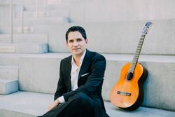 Tavi Jinariu Los Angeles Classical Guitarist