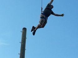 Matt leaps off pole