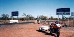 Tom's XJ900 at the NSW/QLD Border - Dec 1992