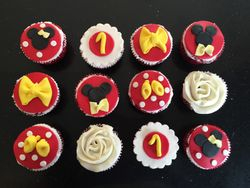 Mickey and minnie themed cupcakes