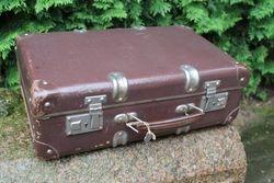 Antikvarinis lagaminas su rakteliu. Kaina 37