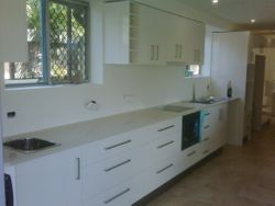 12. Gloss Kitchen with 20mm Stone Benchtops.