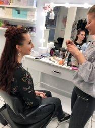 Make-Up bei Mila