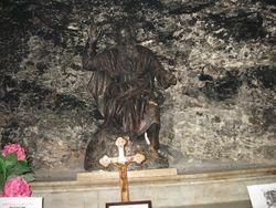 Estatua de Elias en la cueva del Monte Carmelo