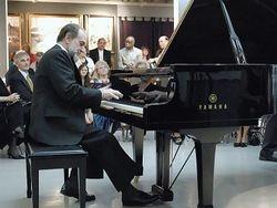 Robert Moffa in concert