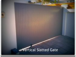 VERTICAL SLATTED GATE SLATS BUTTED TOGETHER