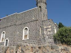 Iglesia erigida a orillas del mar de Galilea