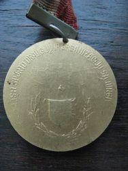 Kita medalio puse. Kaina 6 Eur.