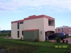 Residencia completamente nueva y remodelada con cambio de fachada.