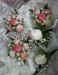 Matching Bridesmaids Bouquets