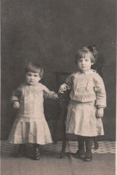 Anna and Dorothy Clapper