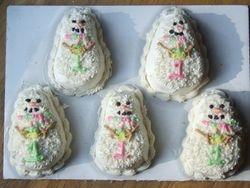 Snowman Mini-Cakes