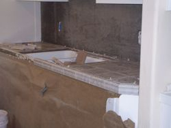 Floated kitchen backsplash