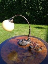 Art nouveau stiliaus antikvarine staline lempa originaliu gaubtu. Kaina 78
