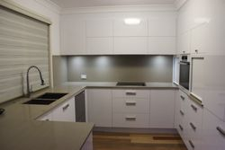 KITCHEN - Border Court ARANA HILLS