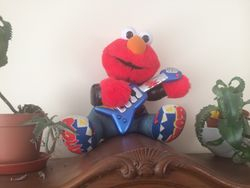 Elmo with Guitar