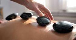 SPECIFIQUE PIERRES-CHAUDES: alternance de massages mains et pierres volcaniques chaudes. positionnement des pierres sur plusieurs parties du corps. amélioration du sommeil, diminution des douleurs articulaires = 1h30