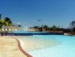 Gimnasio y piscinas en cascadas para ni�os y adultos
