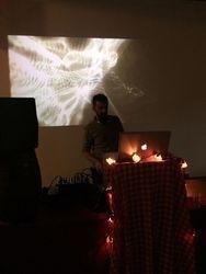 DJ musika jartzen