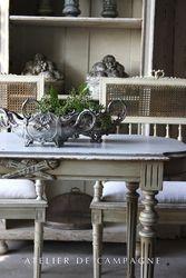 #21/204 Napoleon Table detail