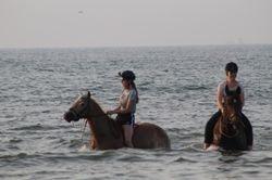 Chantal & Sam in het water
