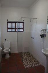 Prime Cottage Main bathroom