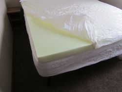THICK MEMORY FORM SPONGE ON DOUBLE BED.