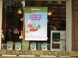 Feestelijke boekpresentatie bij Helden en Boeven in Amsterdam.