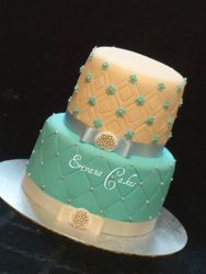 Ivory and blue wedding cake (W044)
