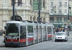 Vienna ULF Type B, outside the Staatsoper.