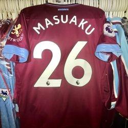 Arthur Masuaku bench worn poppy shirt.