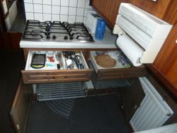 Gas hob and cutlery drawers