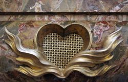 Ludovica lies in a bed on top of her sarcophagus which displays yet another flaming heart , a motif also found twice in Bernini's Ecstasy of St. Teresa on the gates leading into that chapel.