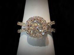 Round diamond with halo