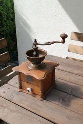 Antikvarine prancuziska kavamale. Kaina 36