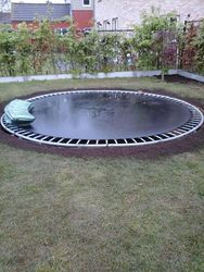 trampoline in gegraafd