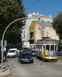 A Remodelado Tram on Route 28